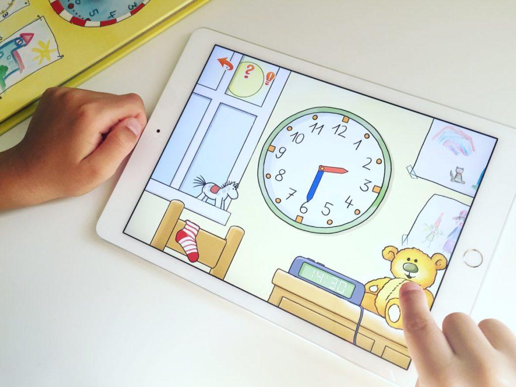 App Conni lernt die Uhrzeit