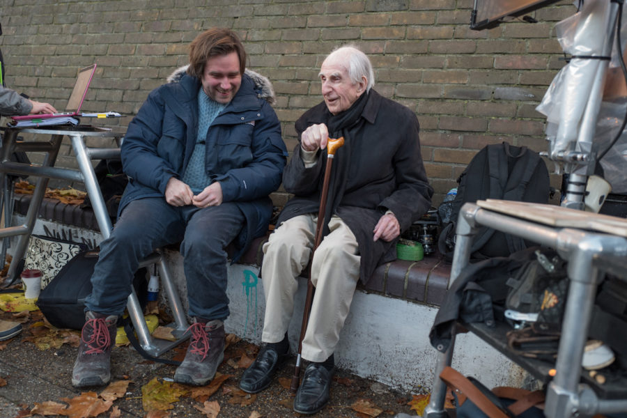 Paddington 2 - Paul King am Set mit Michael Bond